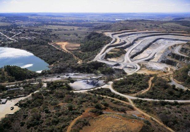 Artigo Online InfoGNSS 33 2 Figura 01 Levantamento Topográfico na Mineração