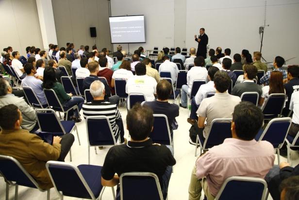 Connect2014 CursoVants MundoGEO#Connect 2014 reúne mais de 4,5 mil pesquisadores, usuários e empresários