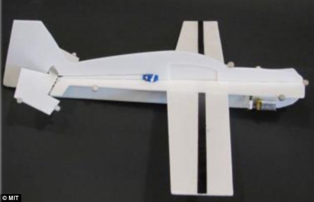 MIT cria drone que se reabastece sozinho