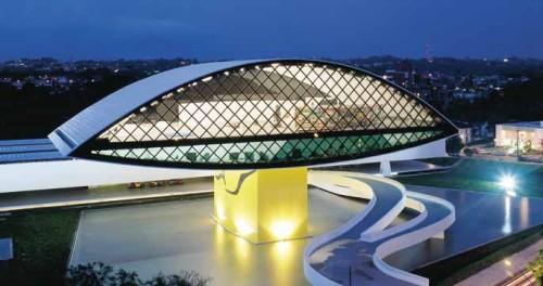 museu niemeyer curitiba1 Curitiba investirá 94 milhões para implantar o projeto Cidade Inteligente