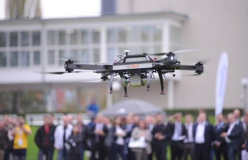 RIEGL RiCOPTER demo flights in Berlin Riegl lança um modelo de veículo aéreo não tripulado com tecnologia laser