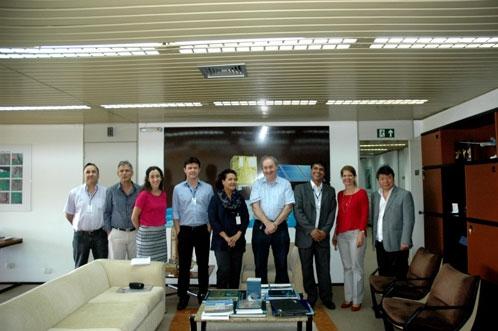 Delegação do IBGE e da Coordenação de Observação da Terra e Direção do Inpe durante visita