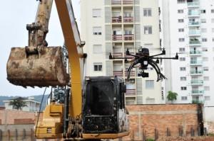 164740011 300x199 Monitoramento de obras na construção civil já pode ser feito com drones