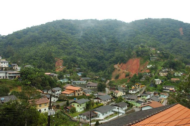 Deslizamentos Bairro Valparaíso Blumenau Revista Brasileira de Cartografia terá edição sobre Desastres Naturais