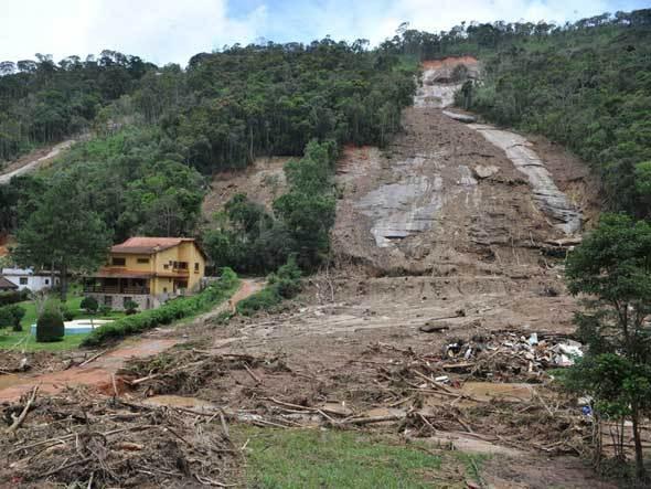 Desastre natural1 Anatel e Defesa Civil implantam sistema de alerta de catástrofes naturais por SMS
