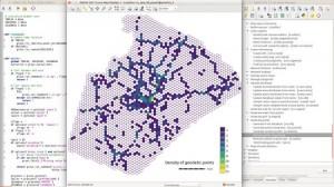 hexagons python editor small 300x168 Está disponível a nova versão do GRASS GIS 7.2.0. Confira o que muda