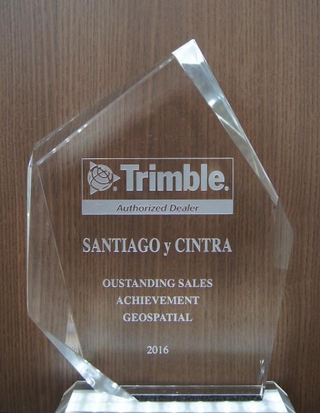 premio trimble 465x600  Santiago & Cintra recebe premiação por desempenho em 2016