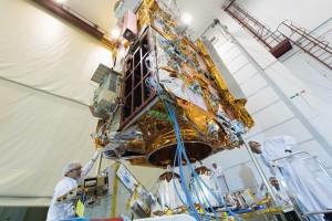79d0ed39 ae3d 48e1 883c cb6cf290704a 300x200 Airbus conclui acoplamento da plataforma e da carga útil do satélite MetOp C