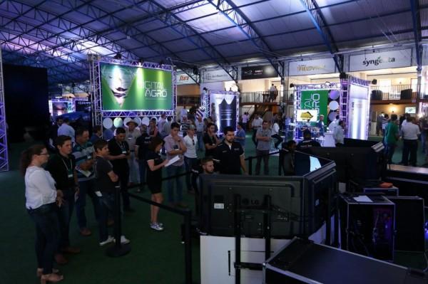 Visitantes tiveram à disposição um simulador de corrida. Créd. Rodrigo Covolan. 600x399 Evento Digital Agro discute a Internet das Coisas. Confira!
