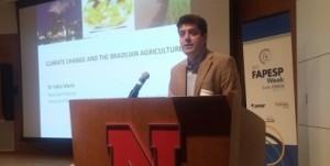 Durante el primer día de la FAPESP Week Nebraska-Texas, científicos de Brasil y de Estados Unidos presentaron estudios enfocados en una mayor sostenibilidad de la producción agrícola (foto: Karina Toledo/ Agência FAPESP)