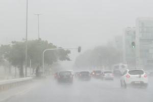 0510  Chuva intensa 300x200 Pesquisadores lançam aplicativo com ocorrência de chuvas e tempestades em tempo real