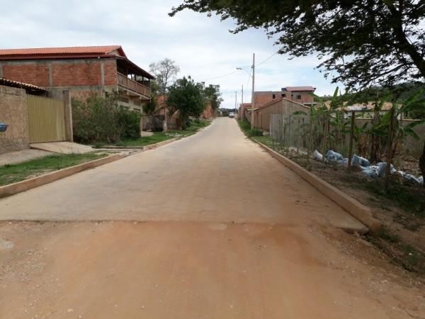 Figura 3.4‑1 – Parte da Rua João de Deus Gomes, que conta com pavimento implantado FONTE: Autores, 2017