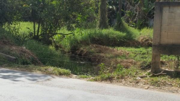 Figura 7 – Foto que representa construções ilegais em áreas de preservação permanente do Córrego Bela Vista. Coordenadas UTM- E 591273m, S 7800225m. Fonte: Autores, 2017.