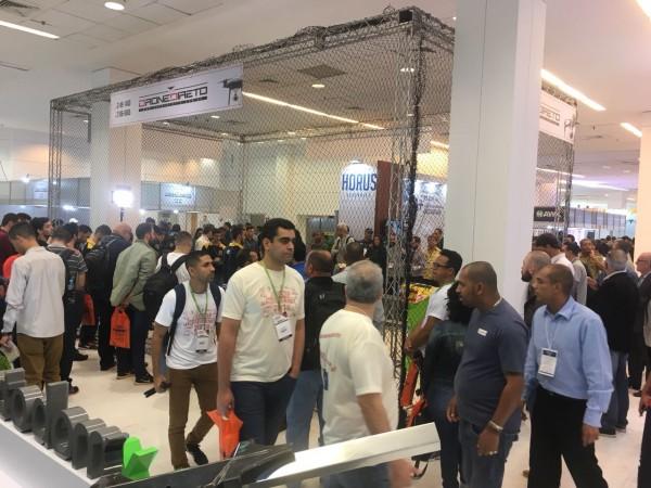 feira mundogeo e droneshow 600x450 MundoGEO#Connect e DroneShow iniciam com recorde de público