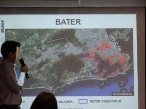 populacao em area de risco 300x225 Cemaden e IBGE lançam base de dados sobre áreas de risco de desastres