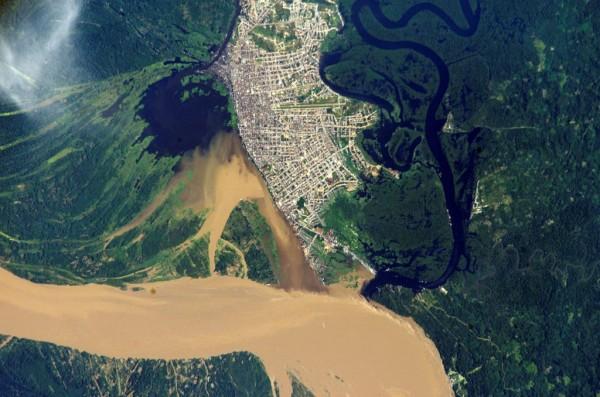 Imagem feita por satélite de Iquitos no Peru em meio à Floresta Amazônica Foto NASA 600x397 ONU e Nasa lançam plataforma de satélites no monitoramento ambiental