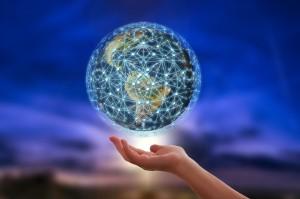 mundo na palma da mao 300x199 Como a tecnologia ajuda a aprender uma nova língua