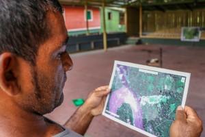 Retorno dos dados às comunidades crédito Bernardo Oliveira 300x200 Instituto usa imagens de satélite dos últimos 30 anos para mapear a Amazônia